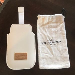 MOËT & CHANDON Cell Phone Cover